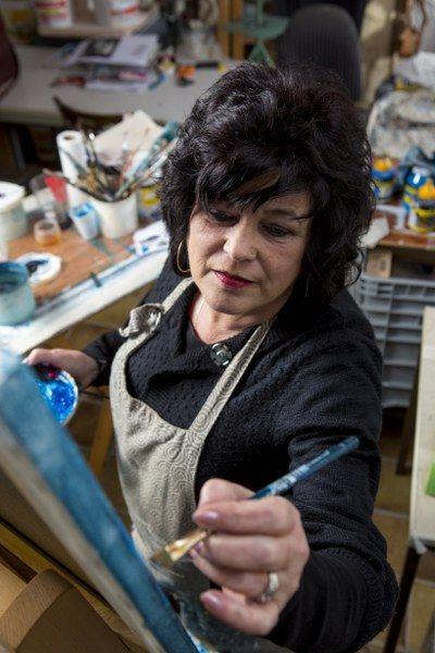 Voor Sia Braakman is schilderen een continu zoeken naar de juiste vormen en kleuren.