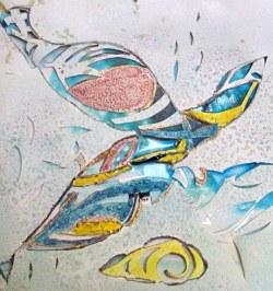 Detail van Sia Braakmans porseleinen object Waterspiegeling: de vissen.